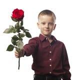 Garçon avec une rose rouge Photo stock