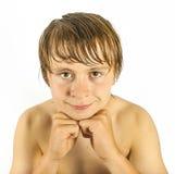 Garçon beau futé avec les cheveux humides Photographie stock libre de droits