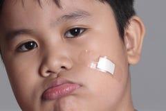 Garçon blessé Photo libre de droits