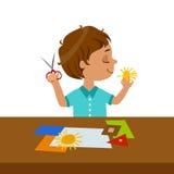 Garçon coupant la forme de Sun pour l'Applique de papier, école primaire Art Class Vector Illustration Photographie stock