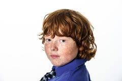 Garçon couvert de taches de rousseur de rouge-cheveux photographie stock