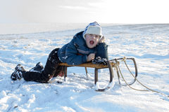 Garçon criard en hiver Image stock