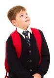 Garçon d'école se levant et regardant. photo libre de droits
