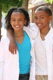Garçon d'adolescent et fille - amis Images libres de droits
