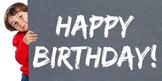 Garçon d'enfant d'enfant de célébration de salutations de joyeux anniversaire jeune petit photos libres de droits