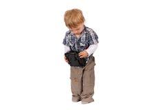 Garçon d'enfant en bas âge avec le bourdon à télécommande D'isolement sur le blanc Photographie stock libre de droits