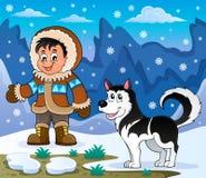 Garçon d'Inuit avec le chien enroué Image stock