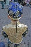 Garçon dans des célébrations de attente d'an neuf d'équipement chinois Photo libre de droits