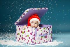 Garçon dans des couches-culottes avec le chapeau de Santa Claus Images libres de droits