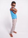 Garçon dans des lunettes de soleil photographie stock libre de droits