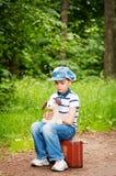 Garçon dans la forêt photos libres de droits