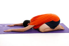 Garçon dans la pose de yoga Photos libres de droits