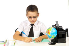 Garçon dans la salle de classe Image stock