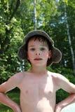 Garçon dans le chapeau de bain image stock
