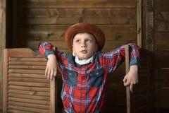 Garçon dans le chapeau de cowboy photos libres de droits