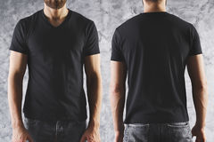 Garçon dans le T-shirt noir vide Photos stock