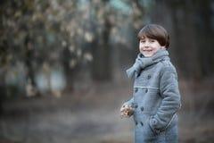 Garçon dans un manteau, automne Image libre de droits