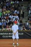 Garçon de boule dans l'action pendant un match de tennis Images stock