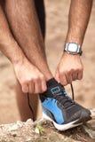 Garçon de coureur dans la forêt Photographie stock