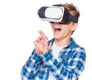 Garçon de l'adolescence en verres de VR Image libre de droits