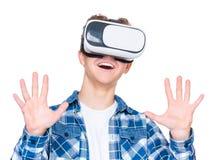 Garçon de l'adolescence en verres de VR Photo libre de droits
