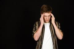 Garçon de l'adolescence mignon avec le mal de tête Photographie stock
