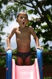Garçon de natation étonné photographie stock libre de droits