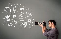 Garçon de photographe capturant les icônes et les symboles blancs de photographie Image stock