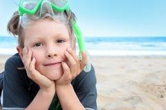 Garçon de plage. photographie stock