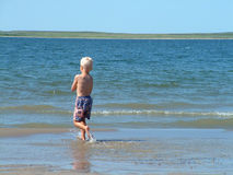 Garçon de plage photo stock