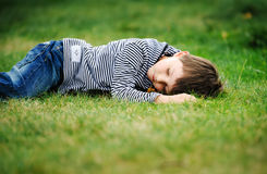 Garçon de sommeil Images stock