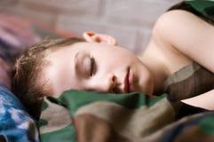 Garçon de sommeil photographie stock