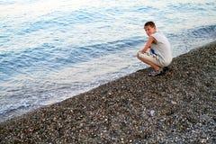 Garçon de sourire à la plage Images libres de droits