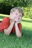 Garçon de sourire photographie stock libre de droits
