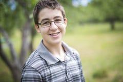 Garçon de sourire d'enfant adolescent Photographie stock libre de droits
