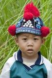 Garçon de verticale d'Asie, Akha Image libre de droits