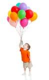 Garçon drôle avec le groupe de ballons colorés à disposition Photographie stock libre de droits