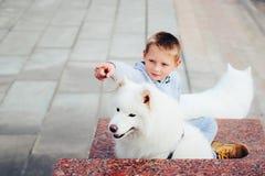 Garçon et chien Photos libres de droits