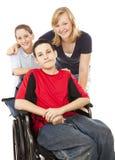 Garçon et enfants de mêmes parents handicapés Image stock