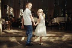 garçon et fille d'histoire d'amour Photographie stock