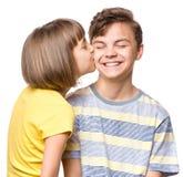 Garçon et fille de l'adolescence d'amitié Photos libres de droits