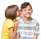 Garçon et fille de l'adolescence d'amitié Image stock