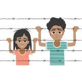 Garçon et fille de réfugié derrière le barbelé Image stock