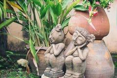 garçon et fille de statue photographie stock