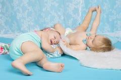 Garçon et fille heureux dans l'amour Images stock