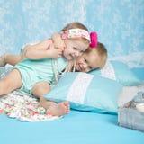 Garçon et fille heureux dans l'amour Photographie stock libre de droits
