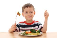 Garçon et légumes Image stock