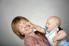 Garçon et sa mère Photos libres de droits