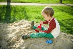 Garçon et sable Images libres de droits