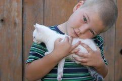 Garçon et son animal familier Image stock